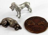 A bronze Kensington Kennel Club medallion dated 1917