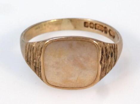 A gentleman's 9ct gold signet ring