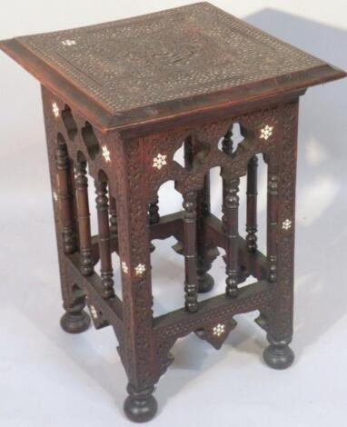 An early 20thC jardiniere stand