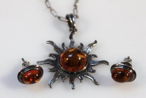 A Baltic amber jewellery set