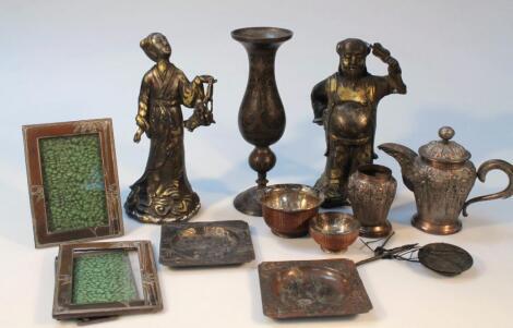 Various Japanese metalware
