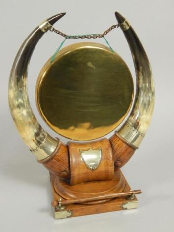 An early 20thC oak and brass dinner gong