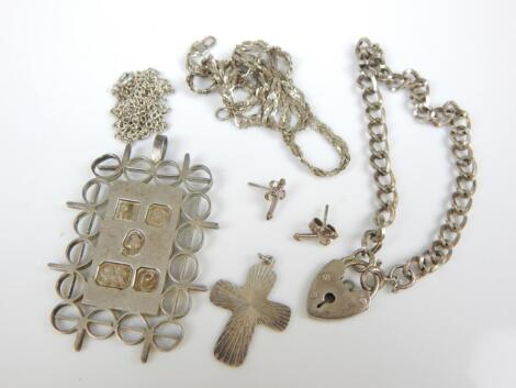Various items of silver jewellery