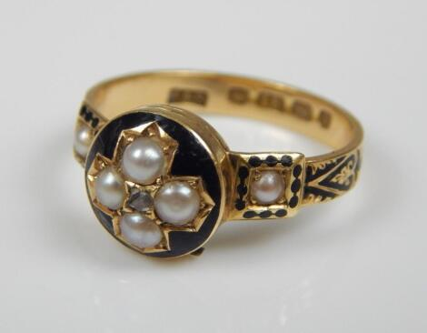 A Victorian 18ct gold mourning ring