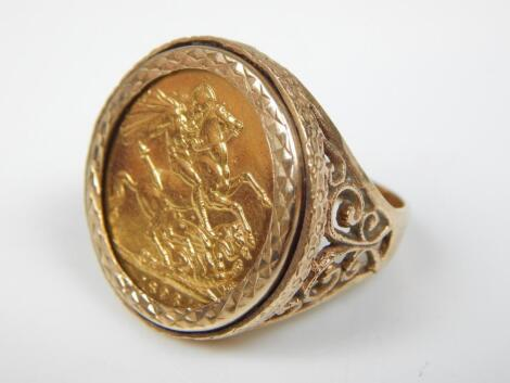 A Victorian full gold sovereign ring