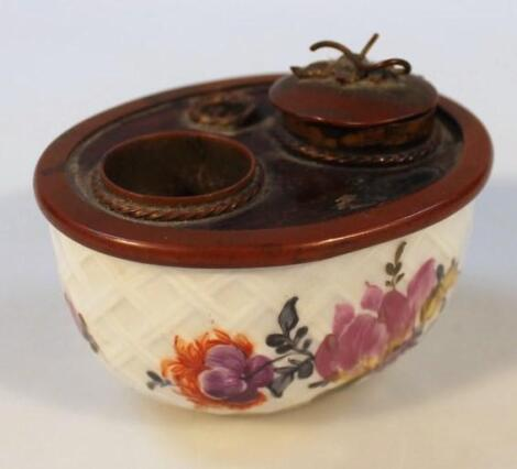 A 19thC Continental porcelain inkwell