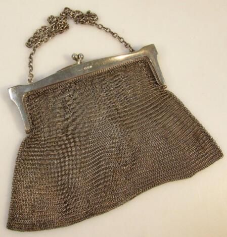 An Edwardian silver chain mail evening purse