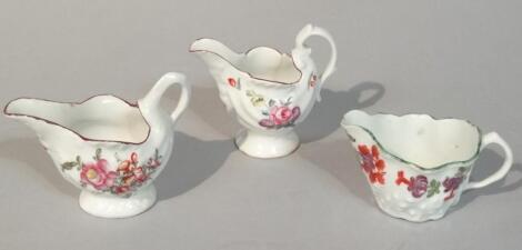 An 18thC Lowestoft porcelain cream jug