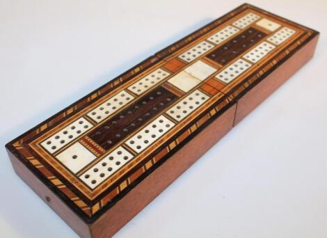 A late 19thC mahogany and marquetry inlaid cribbage box