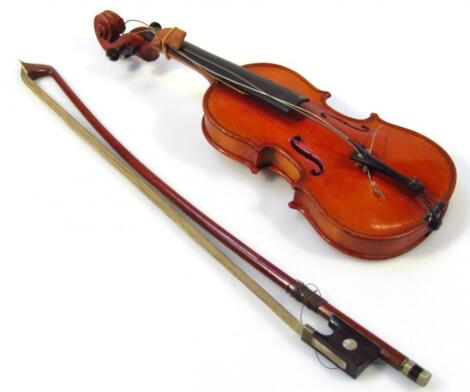An early 20thC miniature or tradesman's piece violin