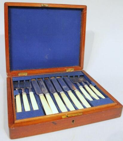 An Edwardian mahogany cased canteen of cutlery
