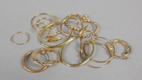 A quantity of 9ct gold and other earrings