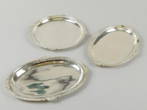 A pair of early 20thC Indian silver oval trays