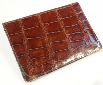 86990e85655a A George V alligator skin and silver gilt mounted wallet