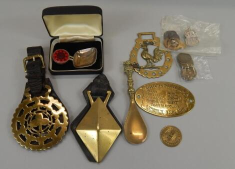 Various Lincoln related metalware items
