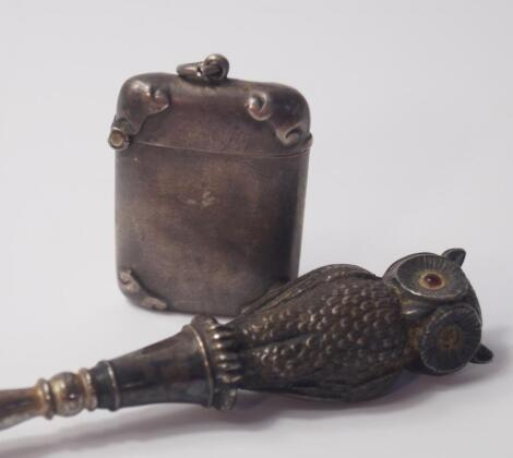 An Edwardian button hook with silver owl handle