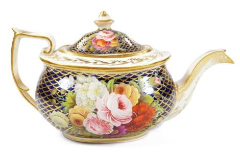 An early 19thC Spode teapot and cover