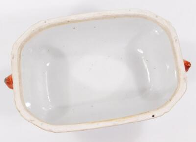 An 18thC Chinese export porcelain armorial famille vert dish and cover - 7