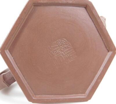 A Chinese redware Yi Xing teapot - 6
