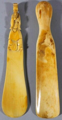 Two Chinese ivory scoops