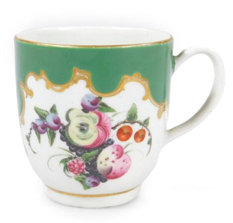 An 18thC green ground Worcester porcelain coffee cup