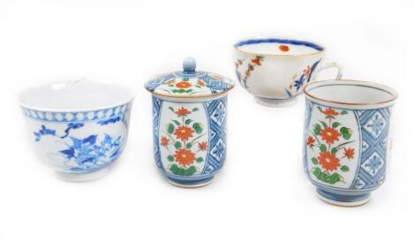 A pair of tall tea bowls and covers