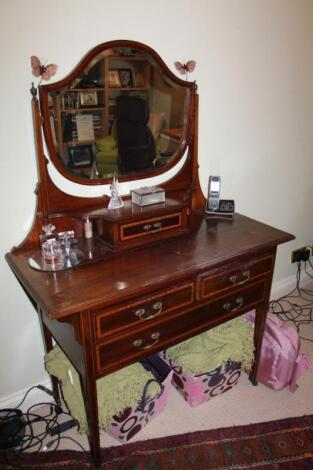 An Edwardian cross banded mahogany dressing table