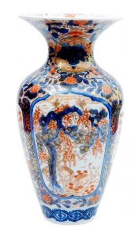 An Imari porcelain vase