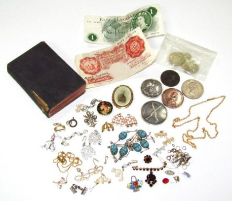 A quantity of jewellery and coinage