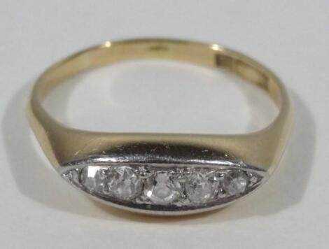 An 18ct gold gypsy ring