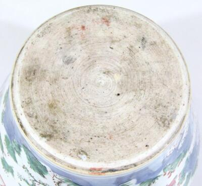 A Chinese porcelain vase - 5