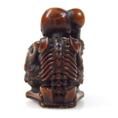 A Meiji period Japanese carved hardwood netsuke - 3