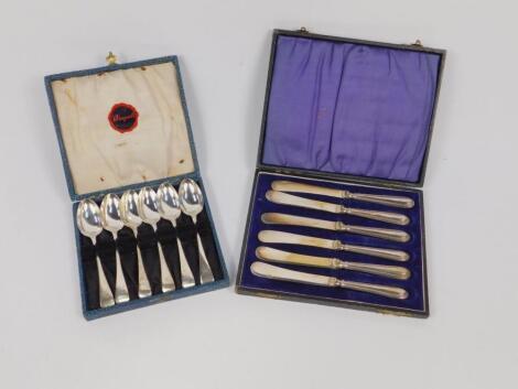 A set of six Edward VII silver grapefruit spoons