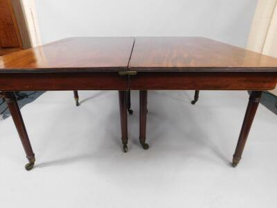A George III mahogany extending dining table - 2