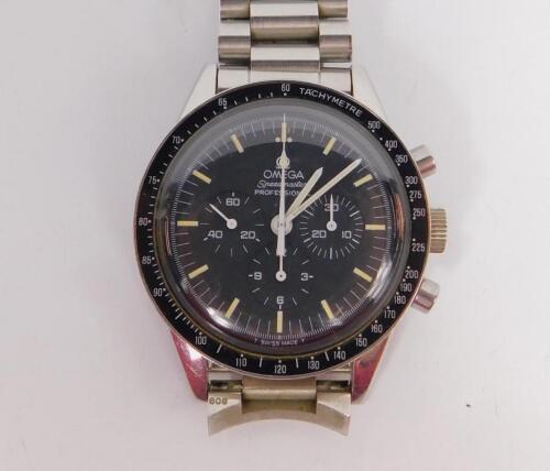 A gentleman's Omega Speedmaster Professional chronograph stainless steel wristwatch