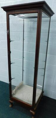 A late 19th/early 20thC mahogany shop display cabinet - 2