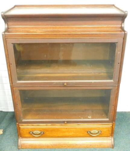 An early 20thC oak Globe Wernicke style two section bookcase