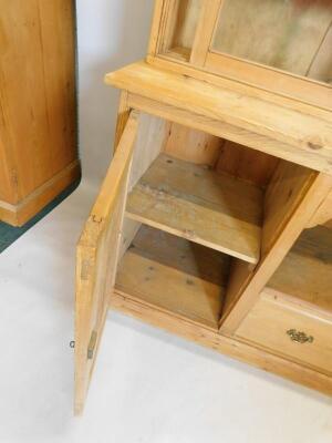 A reclaimed pine dresser - 3