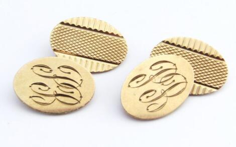 A pair of 9ct gold cufflinks