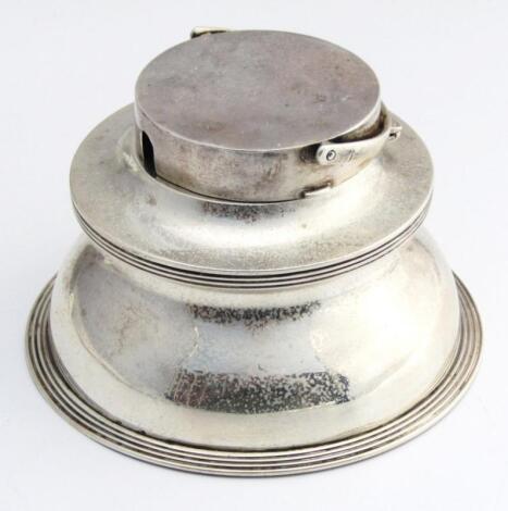 An Edwardian silver inkwell
