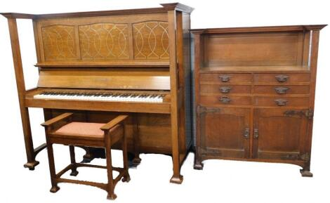 A late 19th/early 20thC arts and crafts style oak upright piano