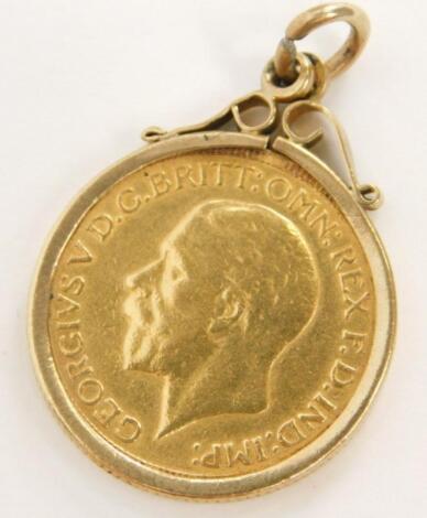 A George V full gold sovereign pendant