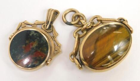Two 9ct gold agate set swivel fobs