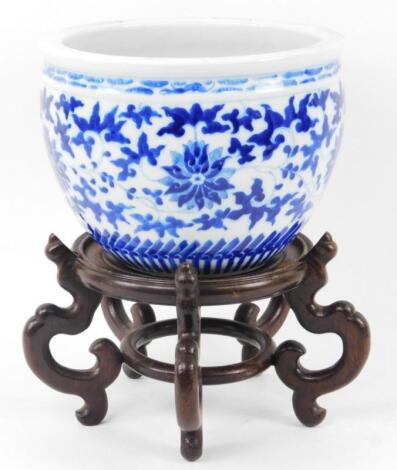 A Chinese porcelain jardiniere