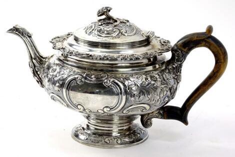 An Edwardian silver teapot