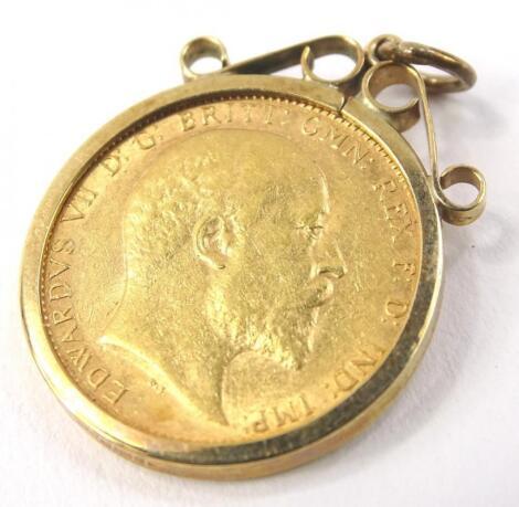 An Edward VII full gold sovereign pendant