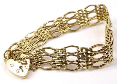 A 9ct gold gate bracelet