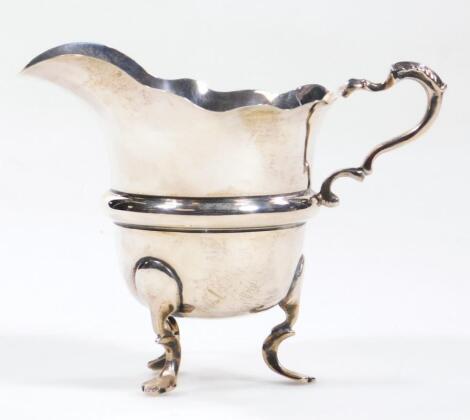 An Edwardian silver cream jug