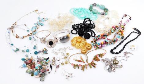 Various modern costume jewellery