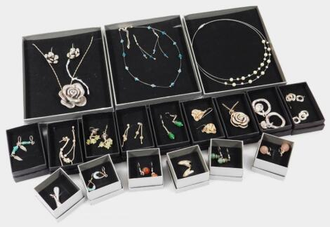 A quantity of modern costume jewellery